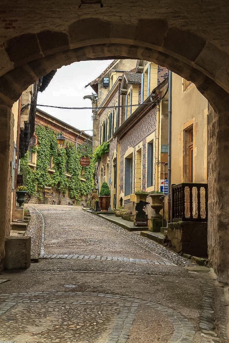 Bourbon-Lancy La porte du Beffroi